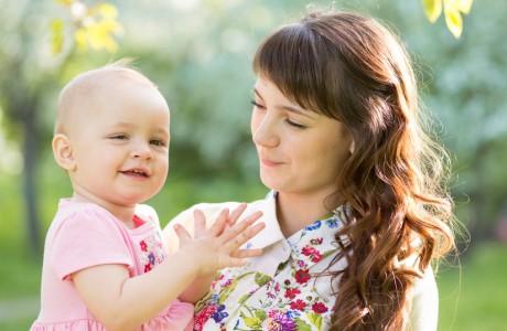 הומאופתיה והטיפול בכאבים של תינוקות המוציאים שיניים